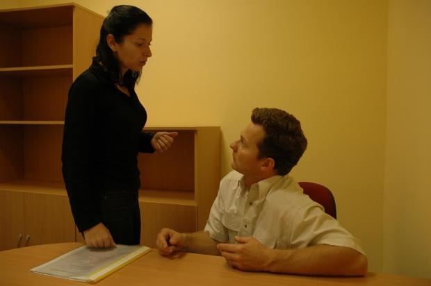 Naslouchající osoba s neslyšící osobou